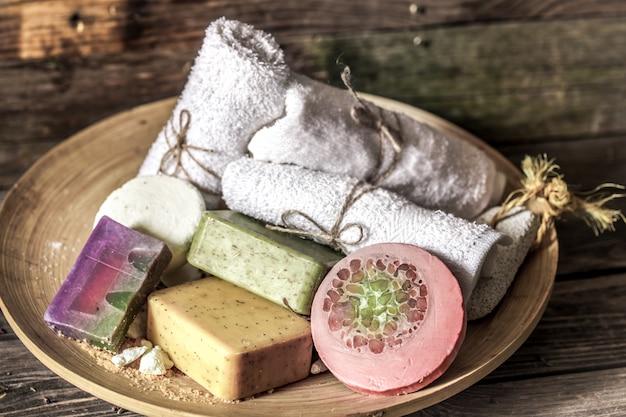 Composition de spa avec table en bois de savon,