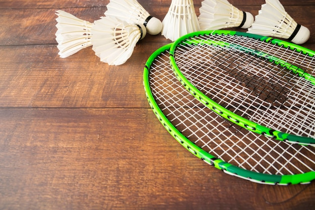 Composition de sport avec des éléments de badminton