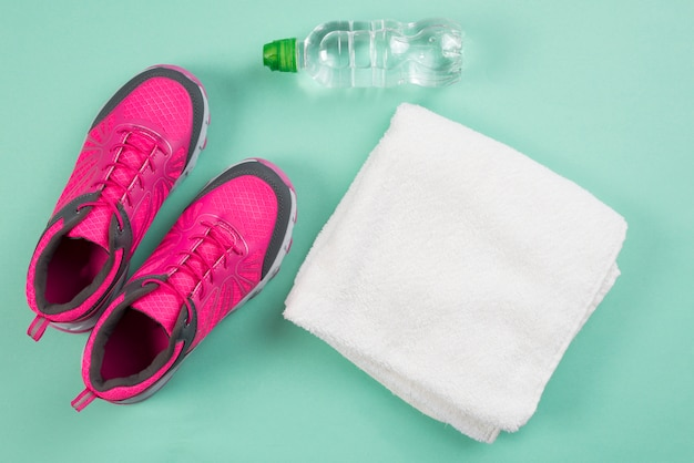 Composition de sport moderne avec des éléments de gym