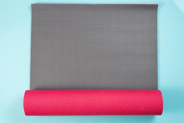 Composition de sport moderne avec tapis de gymnastique