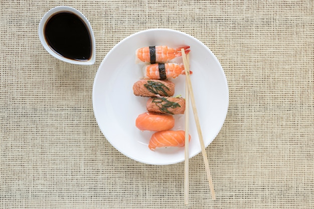 Composition de sushis plats