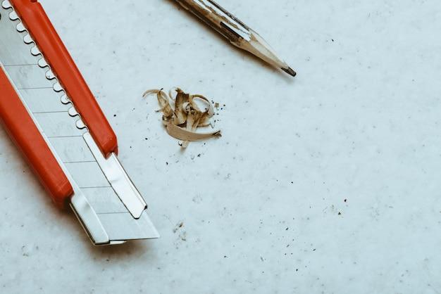 Composition de la table avec un crayon