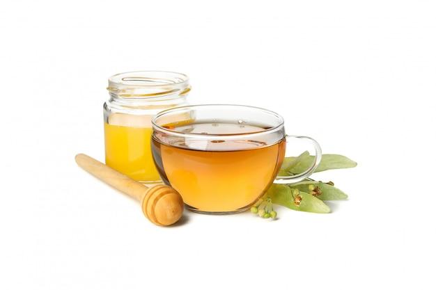 Composition de thé au tilleul isolé sur blanc