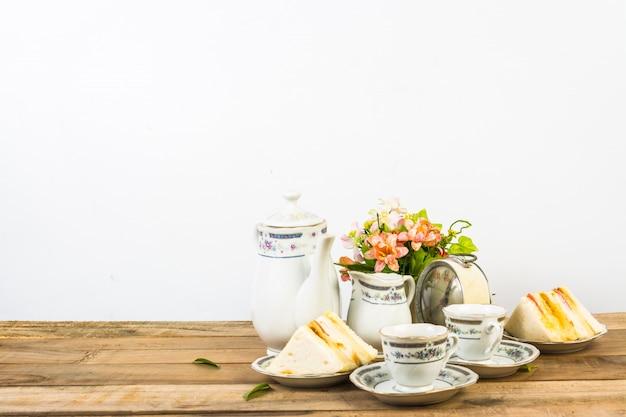 Composition de thé, service à thé