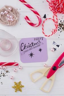 Composition de vacances de noël. outils et décorations pour l'artisanat de noël fait à la main. joyeux noël et bonne année concept.