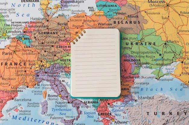 Composition de voyage avec bloc-notes