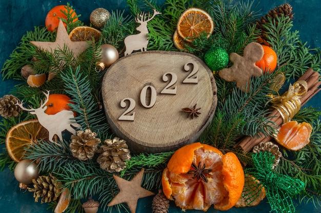Compositions de noël et du nouvel an sur un espace de copie de fond vert à plat