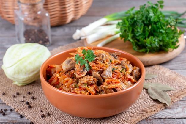 Compote de chou aux champignons et sauce tomate