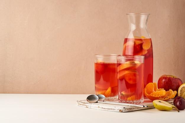 Compote de fruits en tube de verre