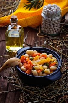 Compote de haricots avec légumes