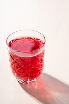 Compotée de compote de fruits rouges en verre transparent texturé