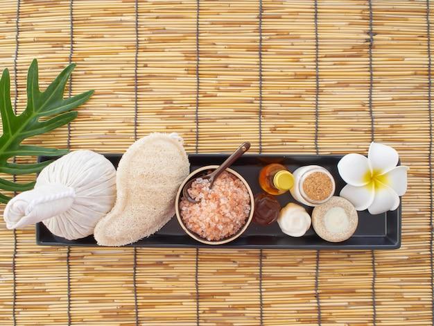 Compresse aux herbes et massage spa