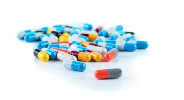 Comprimés pilules capsule tas médecine