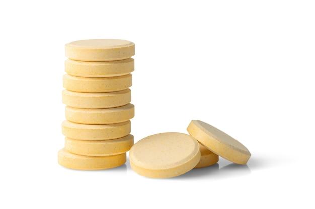 Comprimés solubles effervescents isolés sur fond blanc