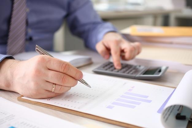 Comptable calculer les finances rapport d'entreprise