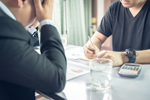 Les comptables sont stressés et signalent un message d'erreur au gestionnaire