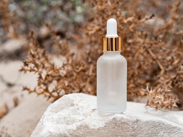 Compte-gouttes d'huile pour la peau vue de face