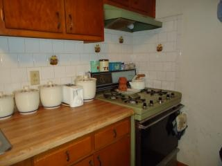 Comptoir de la cuisine et la cuisinière