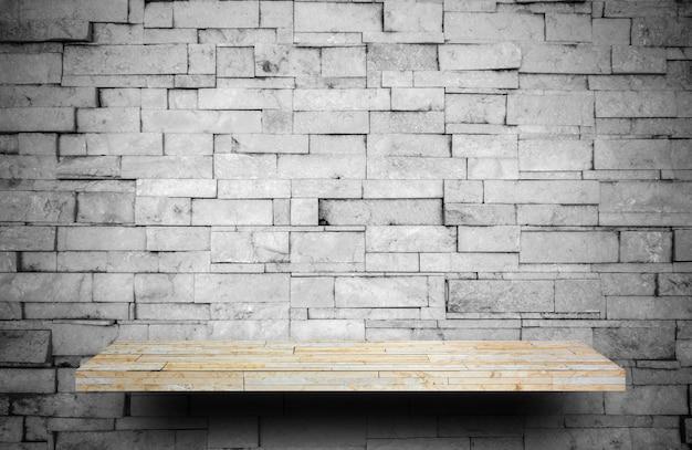 Comptoir d'étagère en pierre sur une couche de pierre grise pour l'affichage des produits