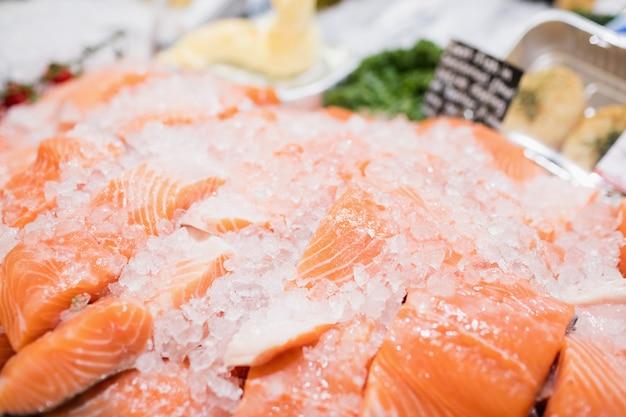 Comptoir de vente au saumon