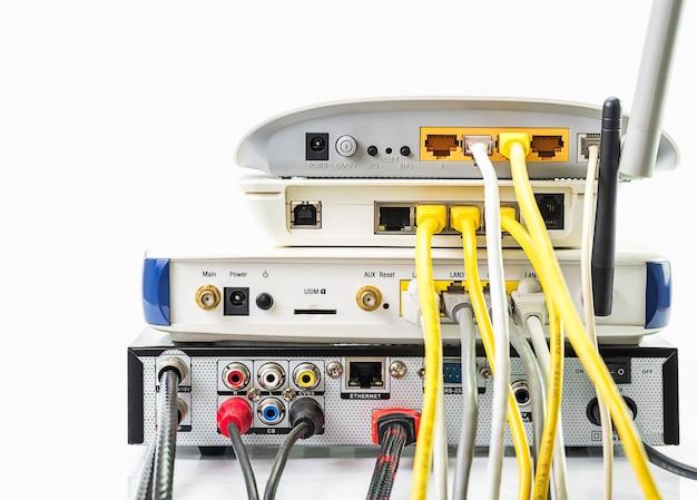 Concentrateur réseau modem-routeur avec connexion par câble