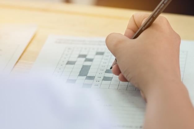 Concentration des étudiants faisant des tests de tests à choix multiple