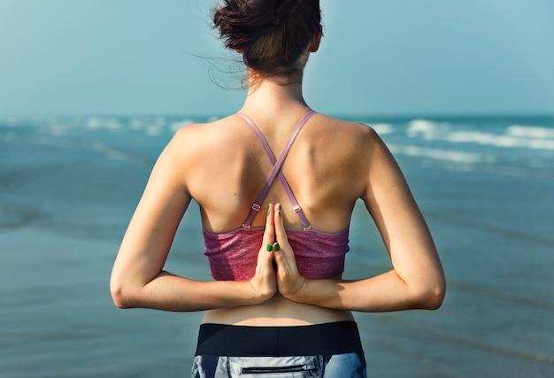 Concentré de méditation yoga concept de relaxation serein paisible