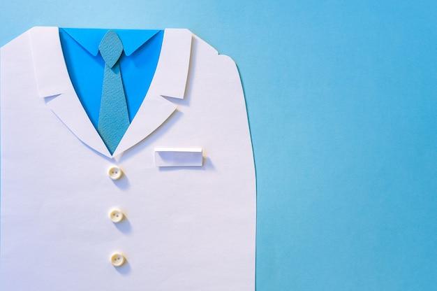 Concept abstrait de la journée mondiale de la santé avec gommage médical sur fond bleu