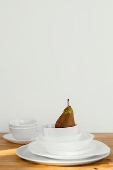 Concept abstrait minimal poire dans des bols