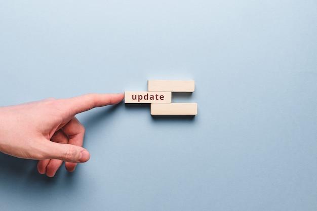 Concept abstrait de mises à jour de la programmation et du codage.