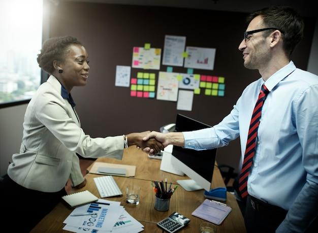 Concept d'affaire handshake greeting deal