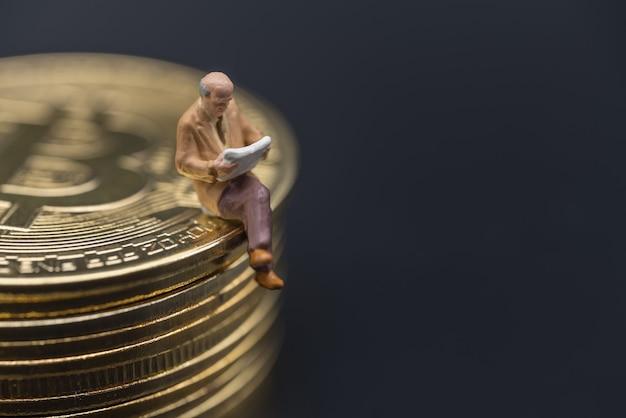 Concept d'affaires, d'argent, de technologie, de crypto-monnaie, d'investissement et d'information.