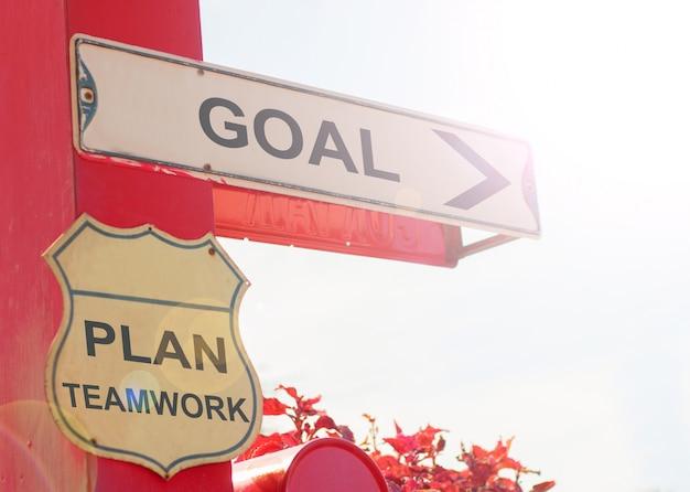 Concept d'affaires par old street sign with goal