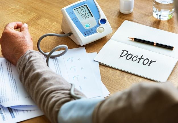 Concept d'aide de médecin de soins de santé