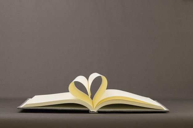 Concept, amour de la lecture, écriture de livres, accroissement des connaissances