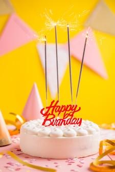 Concept d'anniversaire de fête avec un gâteau