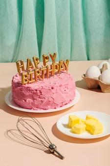 Concept d'anniversaire avec gâteau et beurre