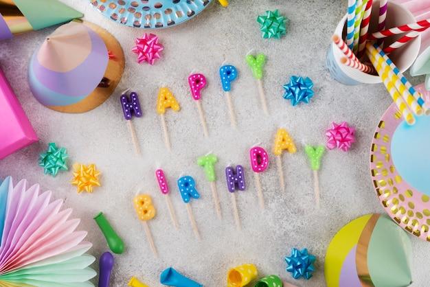 Concept d'anniversaire vue de dessus avec décorations