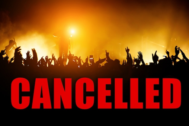 Concept d'annulation d'événement avec un grand nombre de téléspectateurs.