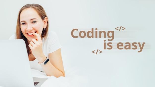 Le concept d'apprentissage des langages de programmation étiquetés codage est facile.