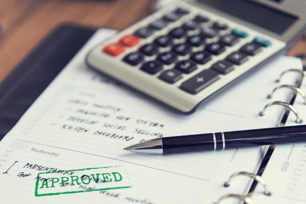 Concept d'approbation de la comptabilité d'entreprise de workspace