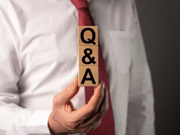 Concept d'aq ou de q. qna acronyme sur les affaires et la finance.