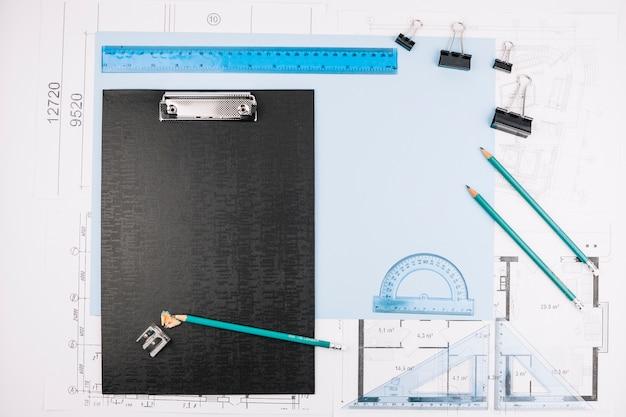 Concept d'architecture avec plan de construction