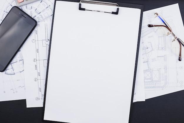 Concept d'architecture avec presse-papiers