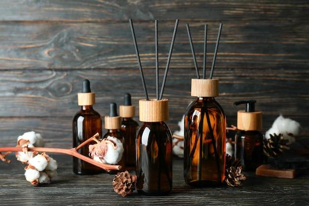Concept aromatique avec diffuseur sur table en bois