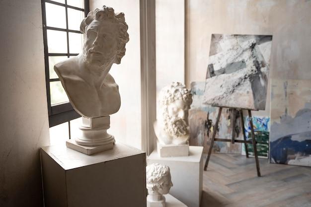 Concept artistique avec sculpture