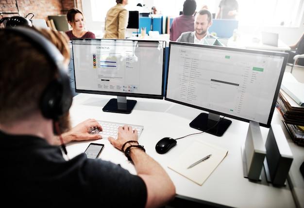 Concept d'assistance au travail pour le responsable du service clientèle