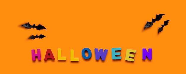 Concept d'automne créatif d'halloween. chauves-souris noires et inscription colorée