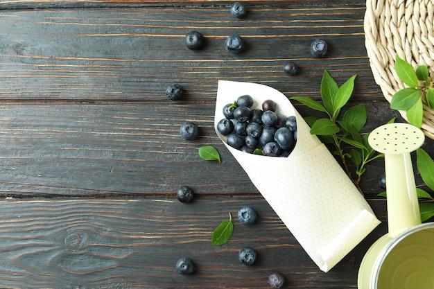 Concept de baies fraîches avec myrtille sur table en bois