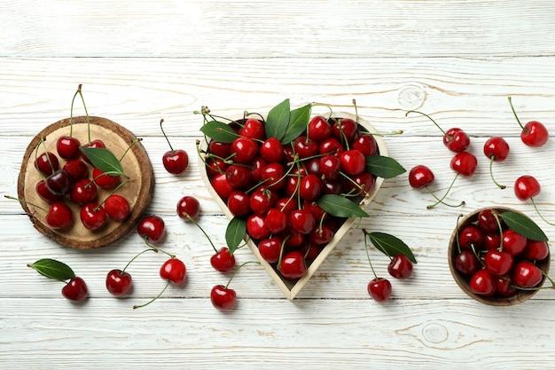 Concept de baies sucrées avec cerise rouge